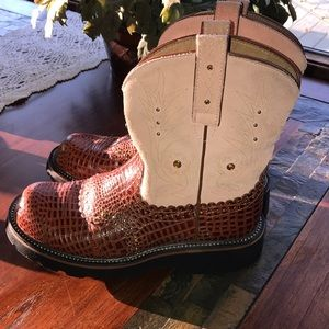 Ariat fat baby boots size 9 EUC